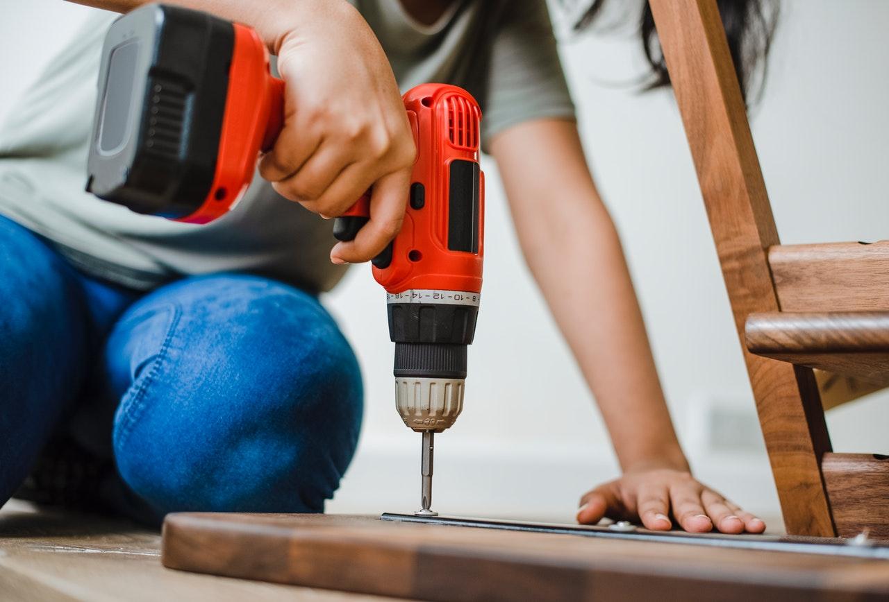 assemble-bolt-builder-1571175-1